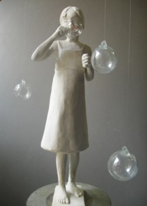 Ricordi al vento, scultura in gesso, vetro e rame